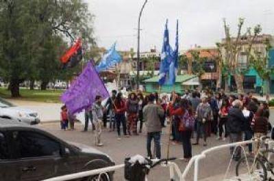 Jornada de movilización, corte de calle y reunión de manifestantes con Britos por los desalojos