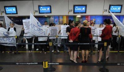 Tripulantes de LATAM podrían lanzar medidas de fuerza