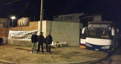 Químicos denuncian despidos y cierre de la firma Quipro