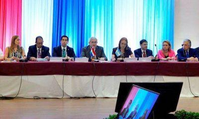 Insfrán asiste a la Cumbre bilateral entre Cartes y Macri en Encarnación