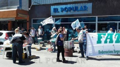 Manifestación del gremio de periodistas ante EL POPULAR