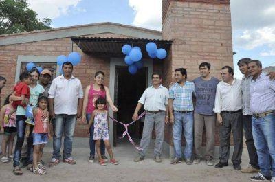 Se inauguraron viviendas sociales en Pozo Hondo, Fisco de Fátima y El Arenal