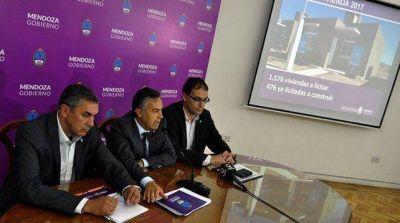 Cornejo abrió la licitación para construir 1500 viviendas y anunció un plan para los próximos tres años