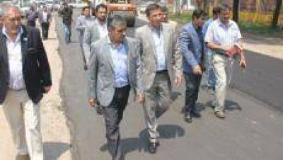 Alfaro se comprometió a pavimentar 160 cuadras con fondos nacionales