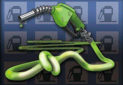 Atarán la nafta a precios internacionales y evitarían que suba el año que viene