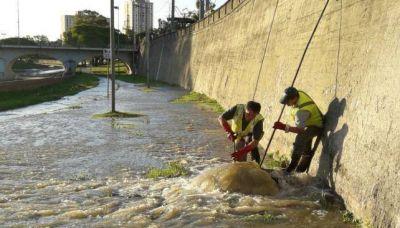 Repararon un desborde cloacal en Avenida Costanera