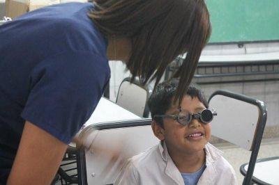 El Municipio de Lomas controla la vista de los chicos en las escuelas