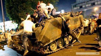 Turquía continúa su purga con casi 300 militares suspendidos