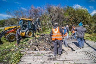 Se realizaron los primeros trabajos de limpieza en la laguna del barrio andino