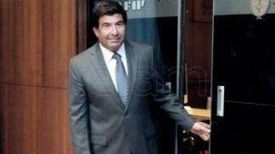 Piden indagar a Echegaray por presuntos sobreprecios