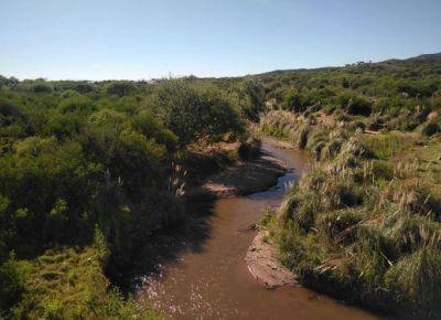 Trabajan para recuperar la costanera del río San Luis