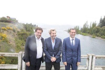 Frigerio entregó viviendas en Cipolletti y firmó obras para Villa La Angostura