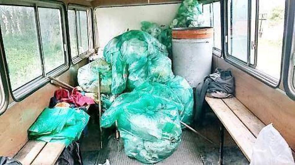 Reclamo sindical por anormalidades en el área de recolección de residuos y un micro en el que viajan juntos recolectores y basura
