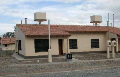 Podrían desadjudicar 140 viviendas del IPV