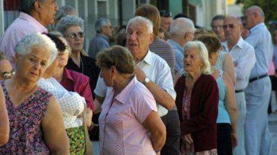 El precio de la canasta básica para jubilados se disparó un 46% en un año