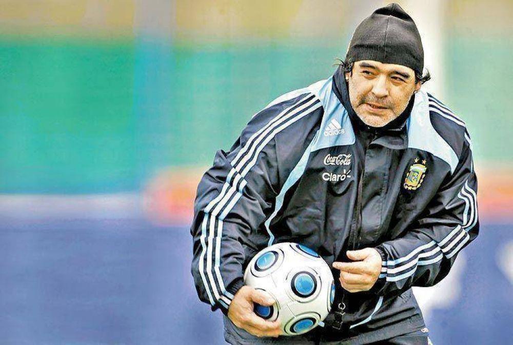 """Maradona: """"Les vamos a dar combate"""""""