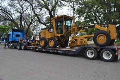 LLegó la nueva maquinaria para arreglar las calles de Chascomús y los vecinos esperan que se ponga a funcionar rápidamente