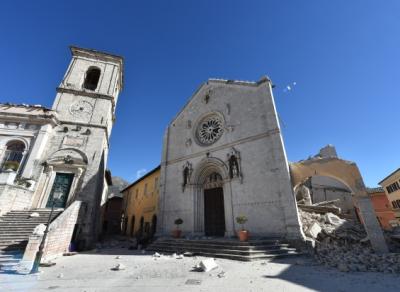 El Papa envía bomberos y restauradores del Vaticano a la zona afectada por el terremoto en Italia