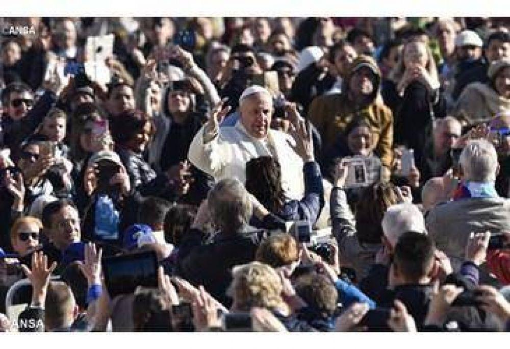 """El Papa en la catequesis: """"ayudemos a descubrir lo esencial con paciencia y humildad"""""""