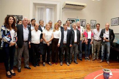 Intendentes peronistas piden que los fondos para los municipios se ajusten por inflación