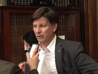 "José Riccardo acusó al gobernador de ""difamarlo"""