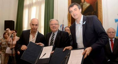 Firmaron el acuerdo para el nuevo Hospital de Clinicas en medio de incidentes con la FUBA