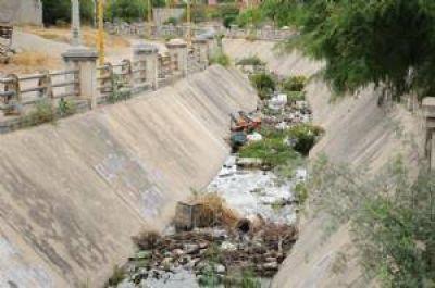 Arroyos La Florida y Fariñango permanecen llenos de basura