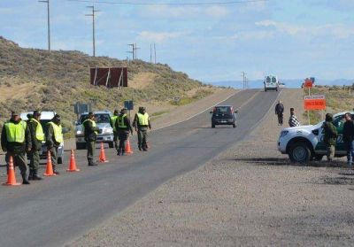 Gendarmería custodia ruta para disuadir a piqueteros
