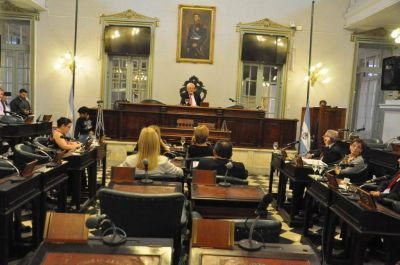"""Senado no sesionó por falta de quórum y el PJ denunció """"trampa"""""""