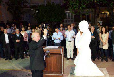 Homenaje y emplazamiento de una escultura a Monseñor Nicolás De Carlo, primer Obispo de Resistencia
