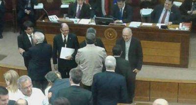 Radio Cáritas recibe homenaje de la Cámara de Senadores y del Correo Paraguayo