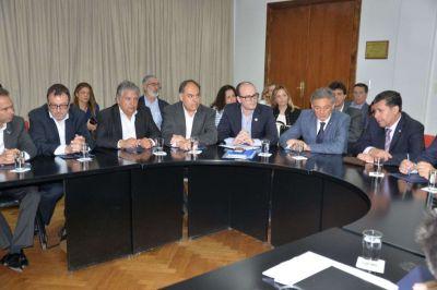 Se formará una comisión nación, provincia, empresarios y trabajadores para buscar soluciones