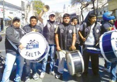 Motoqueros escracharon a una mensajería: denuncian que los cadetes son obligados a pagar un seguro