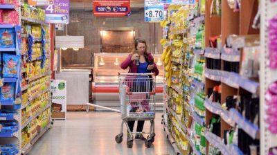 La inflación les gana la pulseada a las ventas en los súper