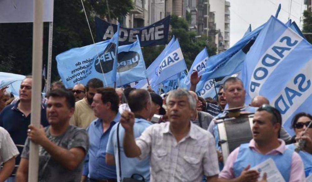 Paran docentes de Córdoba por paritarias y contra la reforma jubilatoria