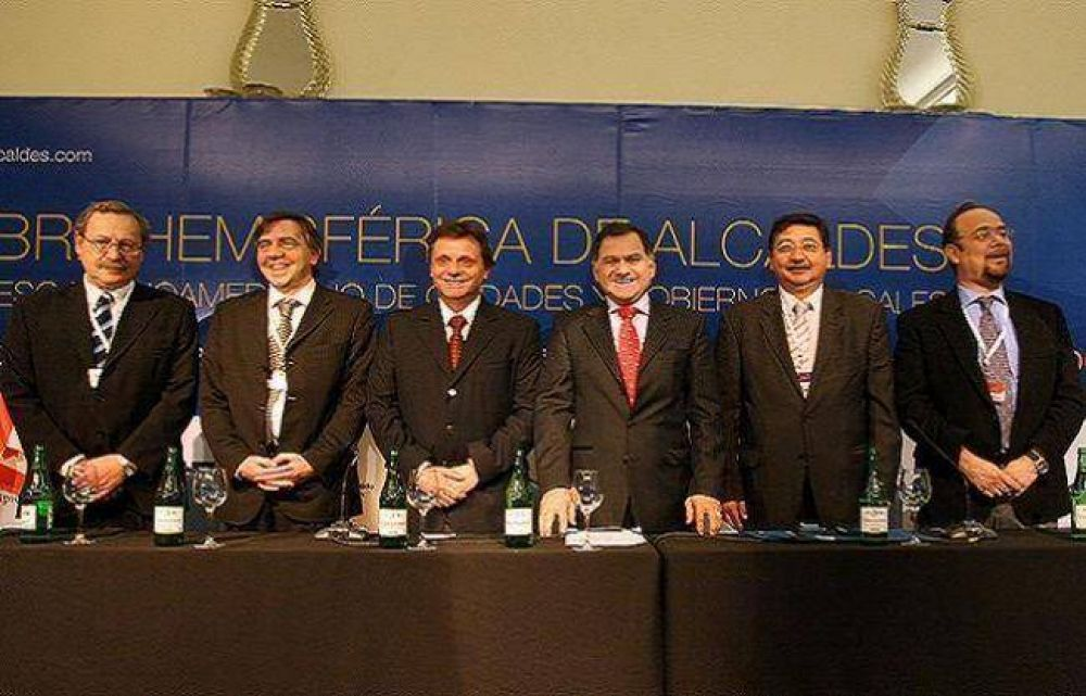 Pulti encabezó el acto de cierre de la V Cumbre Hemisférica de Alcaldes