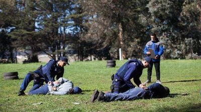 Docentes de la escuela de Policía realizan medidas de fuerza