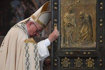 «La Puerta Santa se cierra, pero la misericordia permanece abierta de par en par»