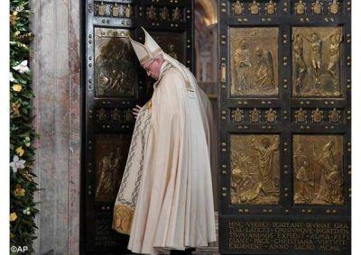 Nunca cerrar la puerta de la reconciliación y del perdón, invita el Papa concluyendo el Jubileo de la Misericordia