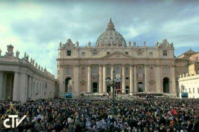 Francisco en el ángelus agradece a quienes hicieron posible el Jubileo de la Misericordia