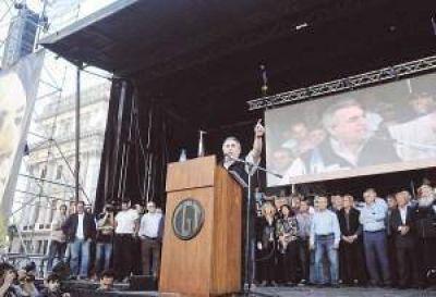 El Gobierno entre la división sindical y un preaviso de piquete para las fiestas