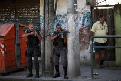 Guerra narco en Río: hay 11 muertos y un helicóptero caído cerca de una favela