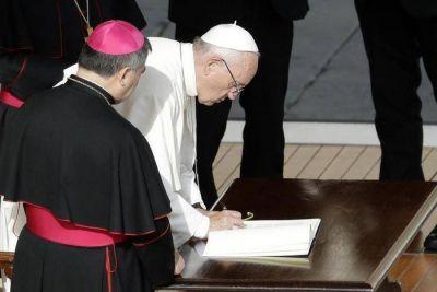 """El Papa: """"Todos los sacerdotes podrán seguir absolviendo el aborto"""""""