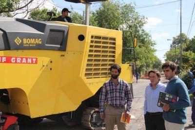 Méndez recorrió una obra de repavimentación e hidráulica