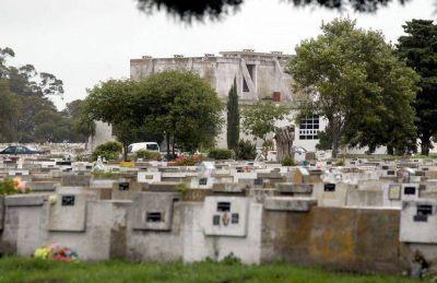 """Aseguran que los cementerios funcionan """"normalmente"""""""