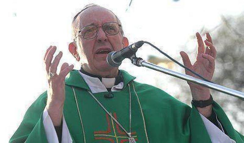 """Bergoglio: """"En la Ciudad están los que caben y están los que sobran"""""""