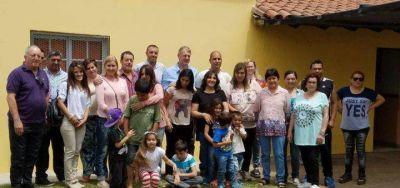 Acompañado por Schwindt, Lissalde visitó Bolívar y entregó subsidios