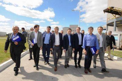 Prometen obras de agua y cloacas por 50 mil millones para diez distritos del Conurbano