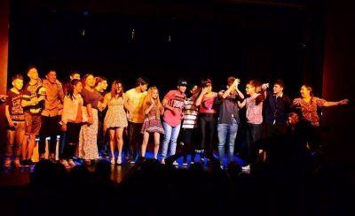 Las escuelas de San Fernando se lucieron con sus obras de teatro en el Martinelli