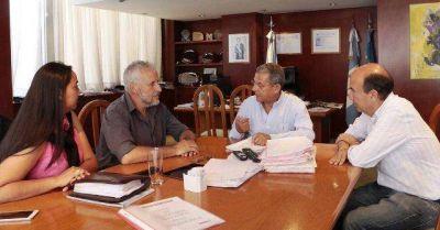 Gana Quiroga con la basura: sumó a Plottier y ya tiene Centenario